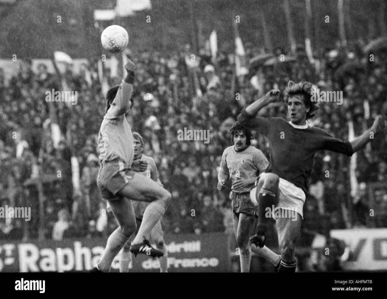 football, Bundesliga, 1971/1972, FC Schalke 04 versus Eintracht Brunswick 5:1, Glueckaufkampfbahn Stadium in Gelsenkirchen, scene of the match, f.l.t.r. Klaus Gerwien (BS), Peter Kaack (BS) covered, Bernd Gersdorff (BS), Herbert Luetkebohmert (S04) - Stock Image