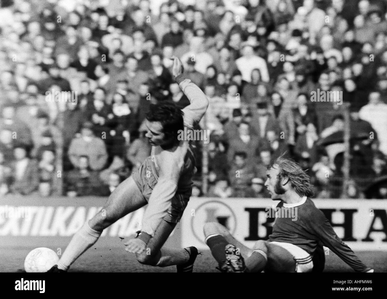 football, Bundesliga, 1971/1972, FC Schalke 04 versus Eintracht Brunswick 5:1, Glueckaufkampfbahn Stadium in Gelsenkirchen, scene of the match, duel between Juergen Dudda (BS) left and Klaus Scheer (S04) - Stock Image