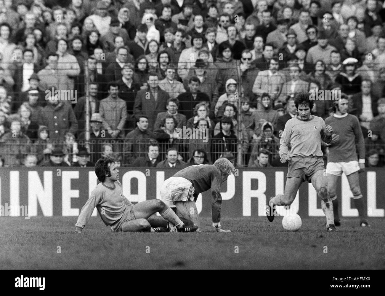 football, Bundesliga, 1971/1972, FC Schalke 04 versus Eintracht Brunswick 5:1, Glueckaufkampfbahn Stadium in Gelsenkirchen, scene of the match, f.l.t.r. Ludwig Bruendl (BS), Rolf Ruessmann (S04), Klaus Gerwien (BS), Paul Holz (S04) - Stock Image
