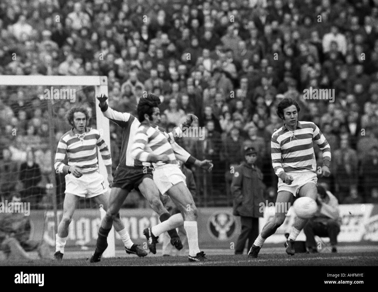 football, Bundesliga, 1971/1972, Wedau Stadium in Duisburg, MSV Duisburg versus FC Bayern Munich 3:0, scene of the match, f.l.t.r. Heinz Peter Buchberger (MSV), Djordje Pavlic (MSV), Detlef Pirsig (MSV) - Stock Image