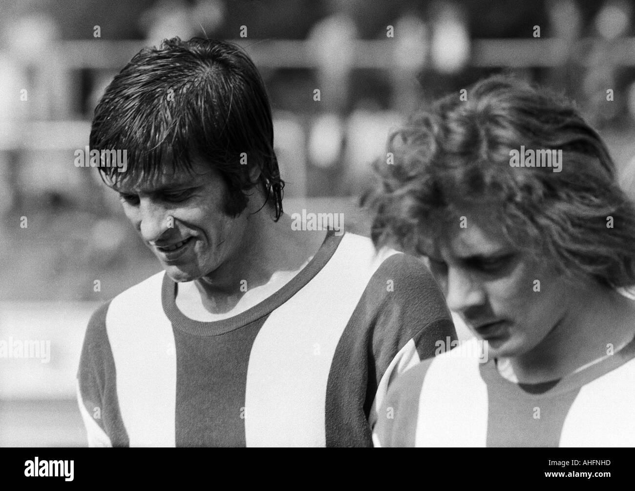 football, Bundesliga, 1971/1972, Rot-Weiss Oberhausen versus Hertha BSC Berlin 5:2, Niederrhein Stadium in Oberhausen, football players leave the pitch for halftime, Lorenz Horr (Berlin) left and Arno Steffenhagen (Berlin) - Stock Image