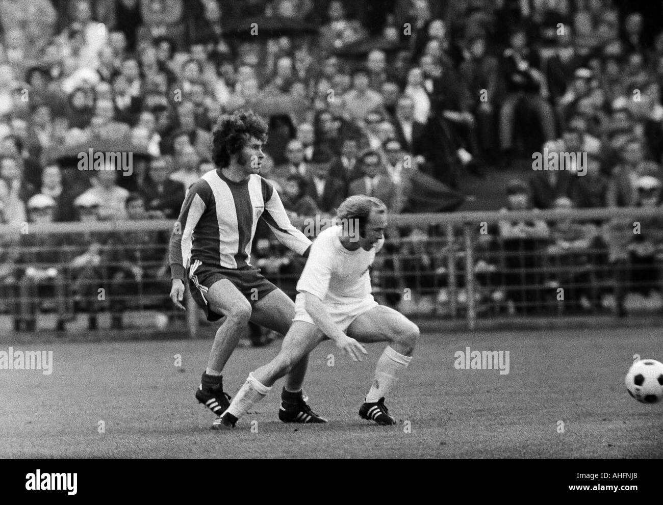 football, Bundesliga, 1971/1972, Stadium Radrennbahn near the Muengersdorfer Stadium in Cologne, 1. FC Cologne versus FC Bayern Munich 1:4, scene of the match, duel between Paul Breitner (FCB) left and Bernd Rupp (Koeln) - Stock Image