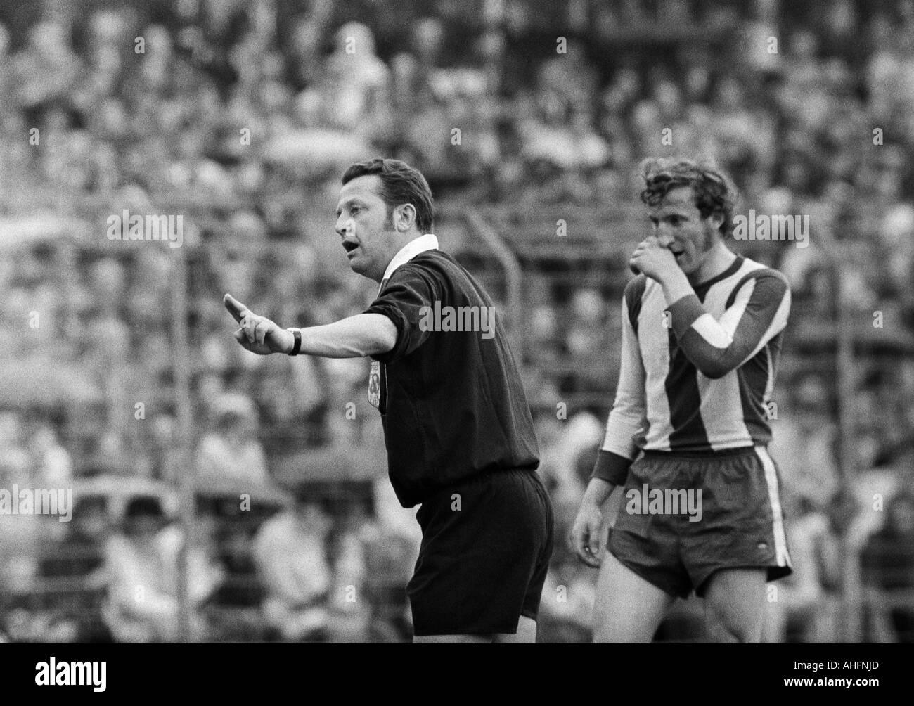 football, Bundesliga, 1971/1972, Stadium Radrennbahn near the Muengersdorfer Stadium in Cologne, 1. FC Cologne versus FC Bayern Munich 1:4, scene of the match, referee Gerhard Schulenburg from Hamburg and Georg Schwarzenbeck (FCB) - Stock Image