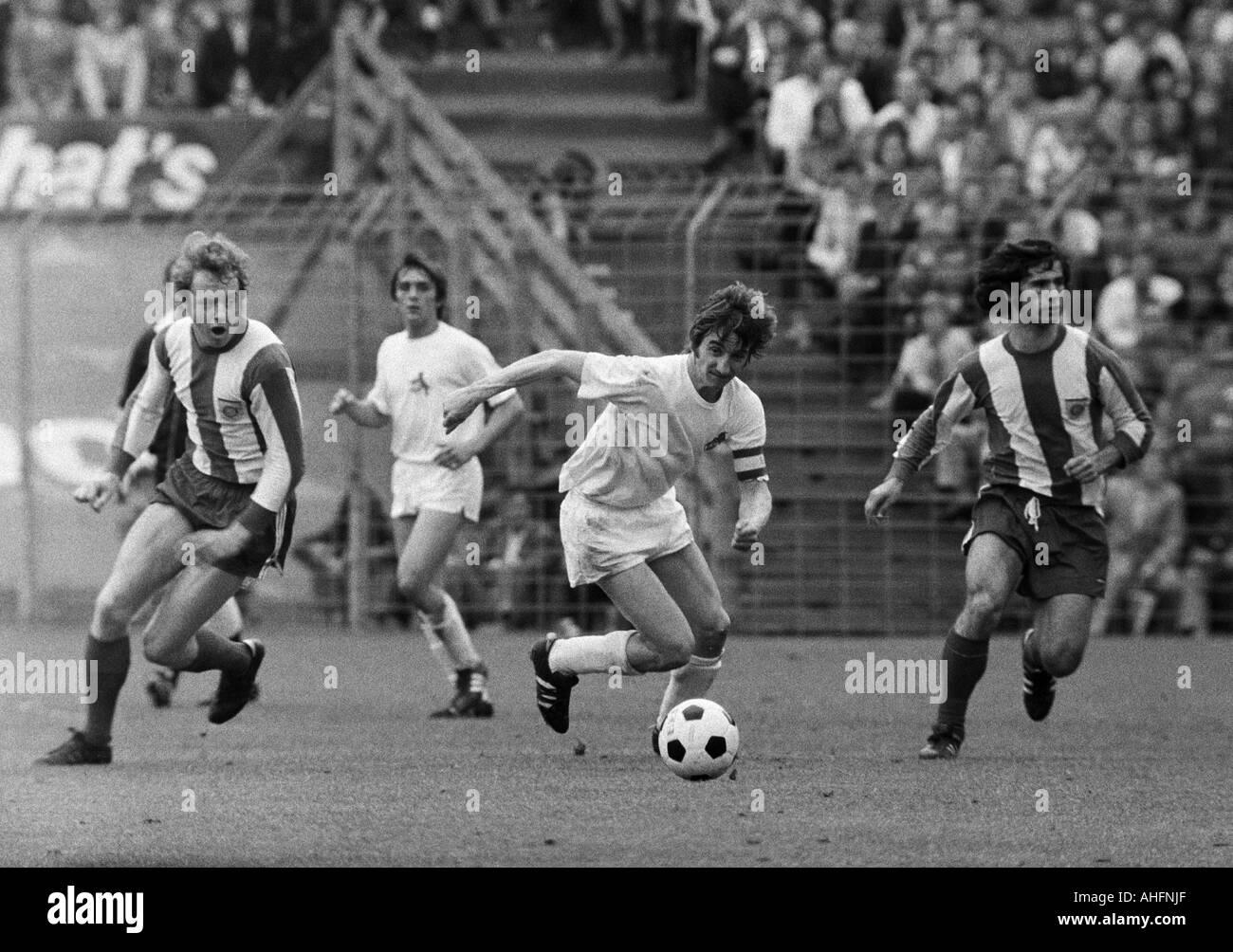 football, Bundesliga, 1971/1972, Stadium Radrennbahn near the Muengersdorfer Stadium in Cologne, 1. FC Cologne versus FC Bayern Munich 1:4, scene of the match, f.l.t.r. Johnny Hansen (FCB), Jupp Kapellmann (Koeln), Hennes Loehr (Koeln), Gerd Mueller (FCB) - Stock Image