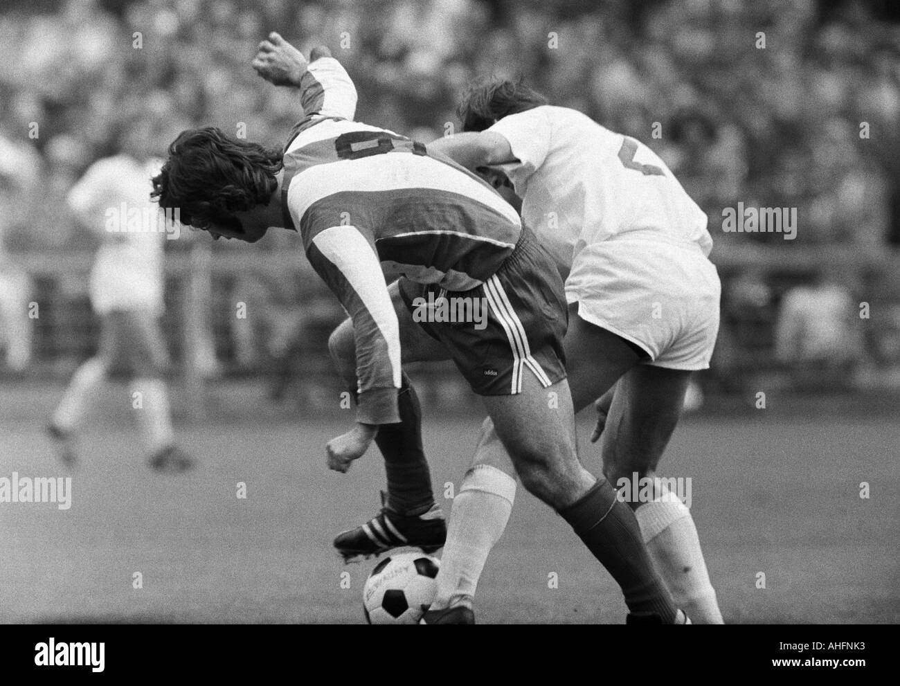 football, Bundesliga, 1971/1972, Stadium Radrennbahn near the Muengersdorfer Stadium in Cologne, 1. FC Cologne versus FC Bayern Munich 1:4, scene of the match, duel between Gerd Mueller (FCB) left and Jupp Kapellmann (Koeln) - Stock Image