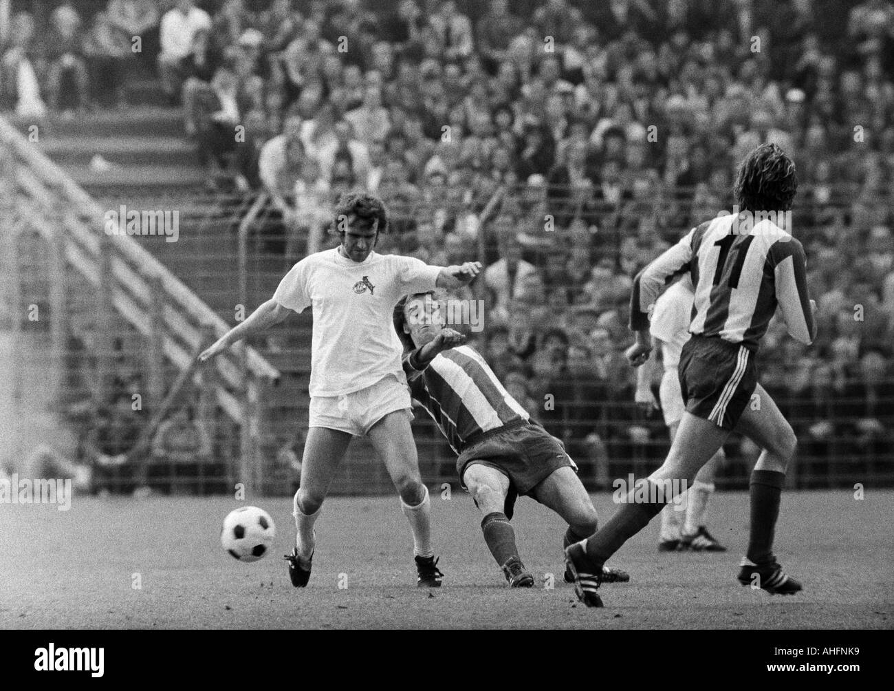 football, Bundesliga, 1971/1972, Stadium Radrennbahn near the Muengersdorfer Stadium in Cologne, 1. FC Cologne versus FC Bayern Munich 1:4, scene of the match, duel between Wolfgang Overath (Koeln) left and Rainer Zobel (FCB) - Stock Image