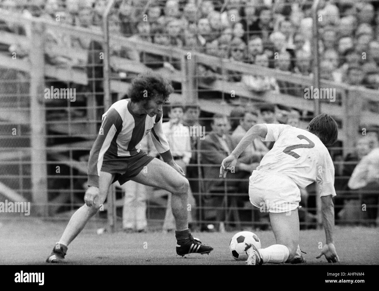 football, Bundesliga, 1971/1972, Stadium Radrennbahn near the Muengersdorfer Stadium in Cologne, 1. FC Cologne versus FC Bayern Munich 1:4, scene of the match, duel between Paul Breitner (FCB) left and Jupp Kapellmann (Koeln) - Stock Image