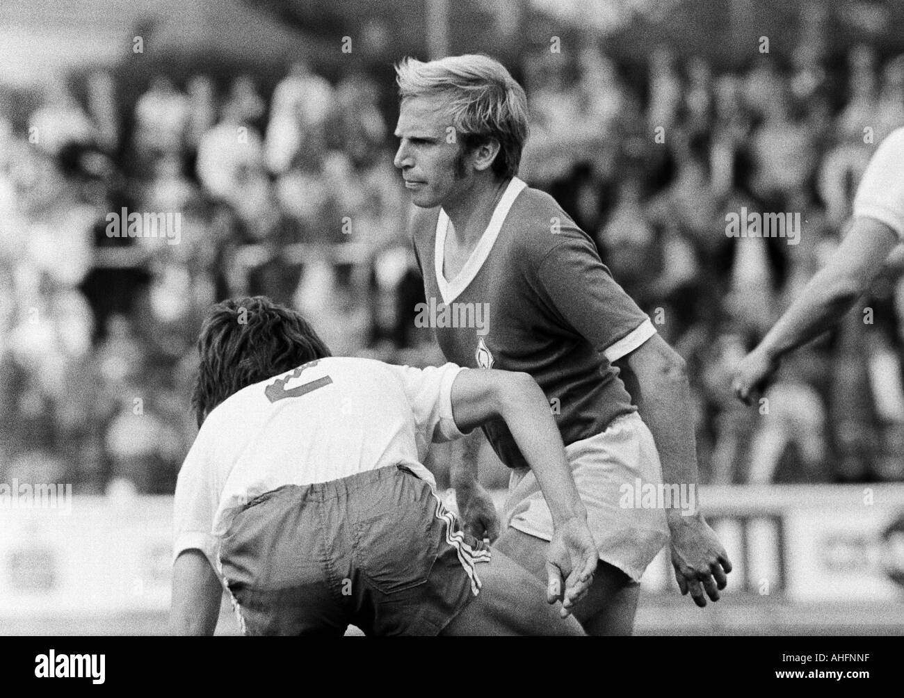 football, Bundesliga, 1971/1972, Rot-Weiss Oberhausen versus Werder Bremen 2:2, Niederrhein Stadium in Oberhausen, scene of the match, Gerd Woermer (RWO) left and Werner Goerts (Bremen) - Stock Image