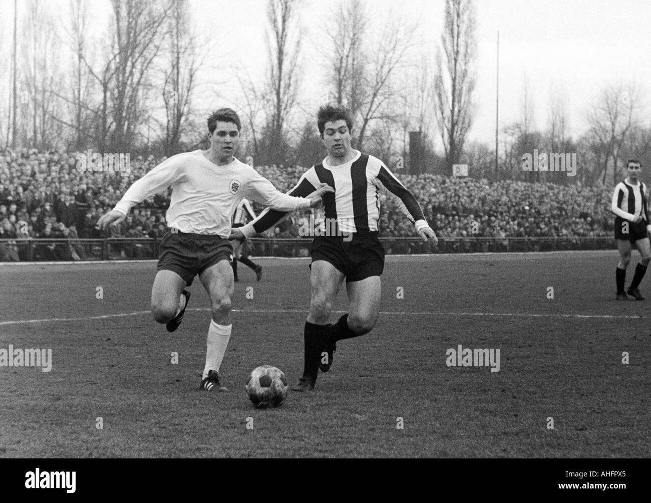 football, Regionalliga West, 1967/1968, Jahn Stadium in Bottrop, VfB Bottrop versus Rot-Weiss Oberhausen 0:2, scene of the match, duel between Heinz Poll (RWO, left) and Hans Juergen Fritsch (VfB) - Stock Image