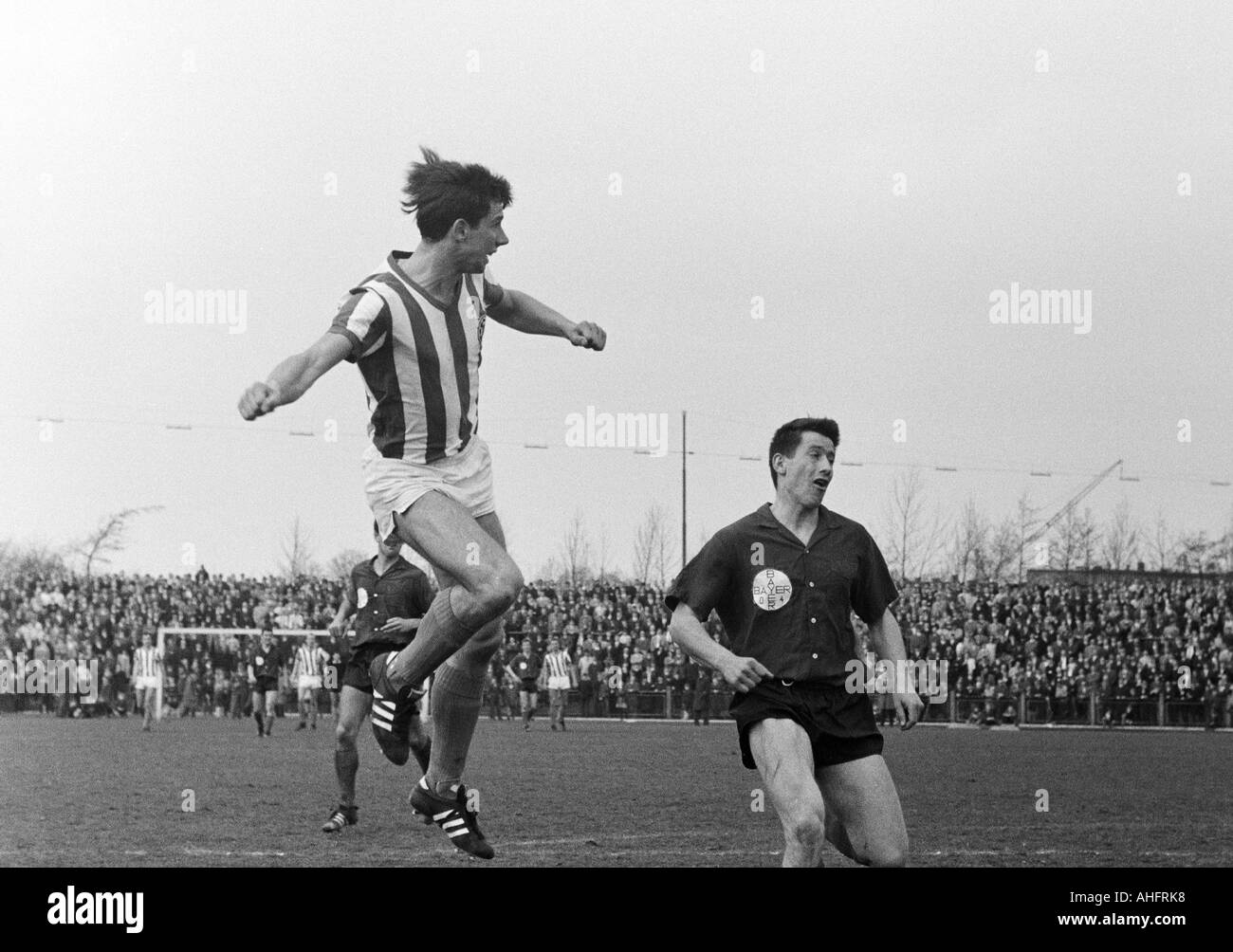 football, Regionalliga West, 1967/1968, Bayer Leverkusen versus Arminia Bielefeld 2:0, Ulrich Haberland Stadium in Leverkusen, scene of the match, header by Dietmar Erler (Bielefeld) left, right Willi Haag (Bayer) - Stock Image