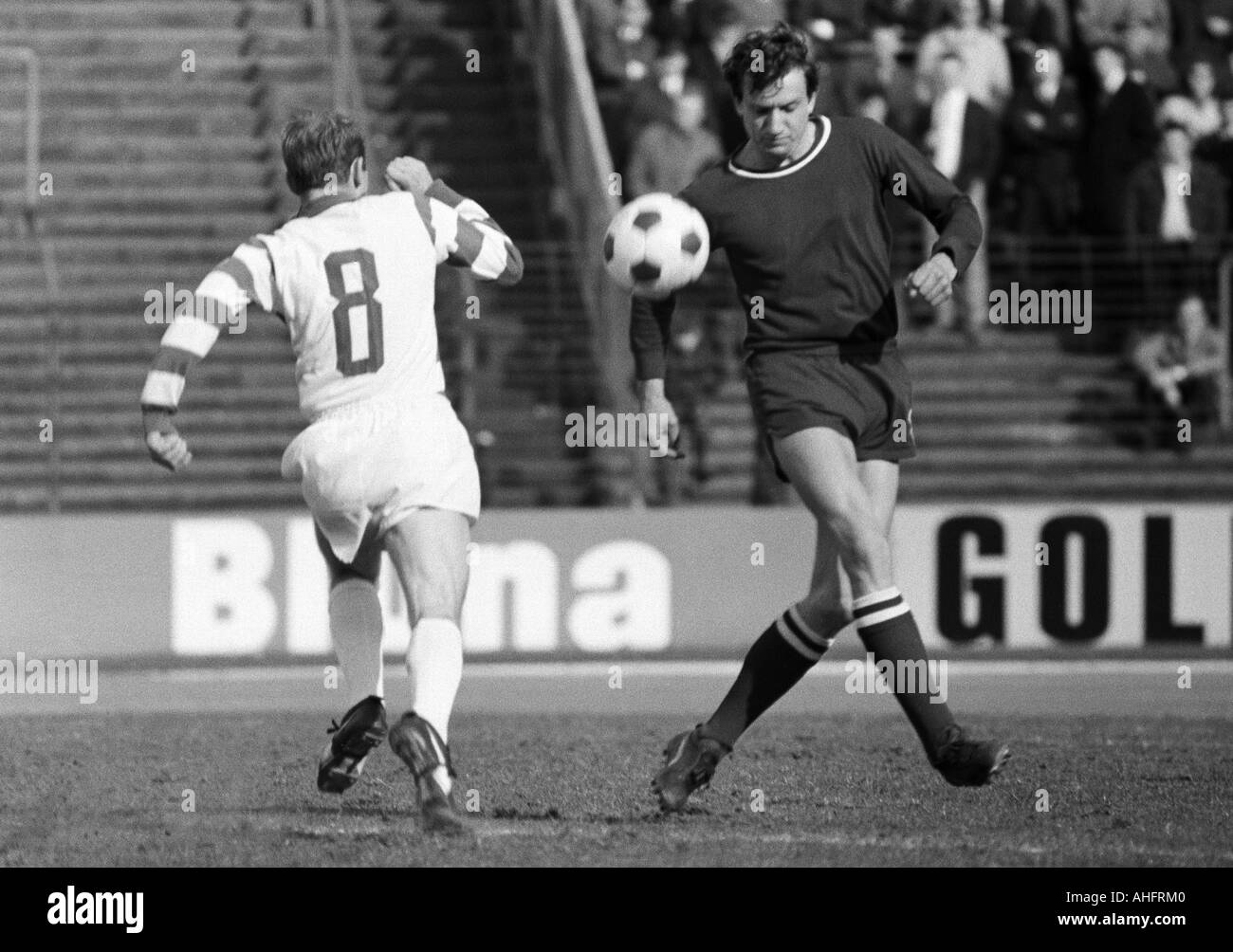 football, Bundesliga, 1967/1968, Wedau Stadium in Duisburg, MSV Duisburg versus 1. FC Kaiserslautern 7:0, scene of the match, duel between Horst Gecks (Duisburg) left and Otto Geisert (Kaiserslautern) - Stock Image