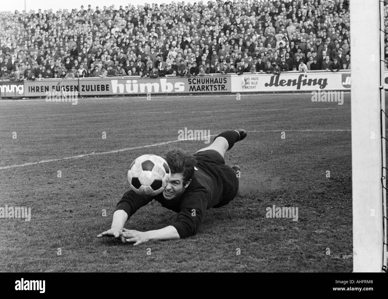 football, Regionalliga West, 1967/1968, Rot-Weiss Oberhausen versus TSV Marl-Huels 3:1, Niederrhein Stadium in Oberhausen, scene of the match, save by keeper Georg Marwig (Marl) - Stock Image