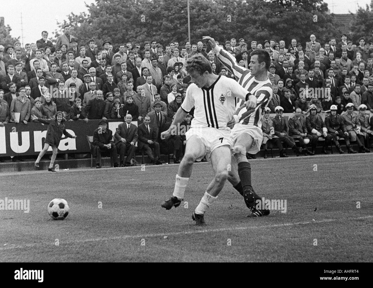 football, Bundesliga, 1967/1968, Boekelberg Stadium, Borussia Moenchengladbach versus 1. FC Cologne 1:0, scene of the match, duel between Herbert Wimmer (Gladbach) left and Matthias Hemmersbach (Koeln) - Stock Image