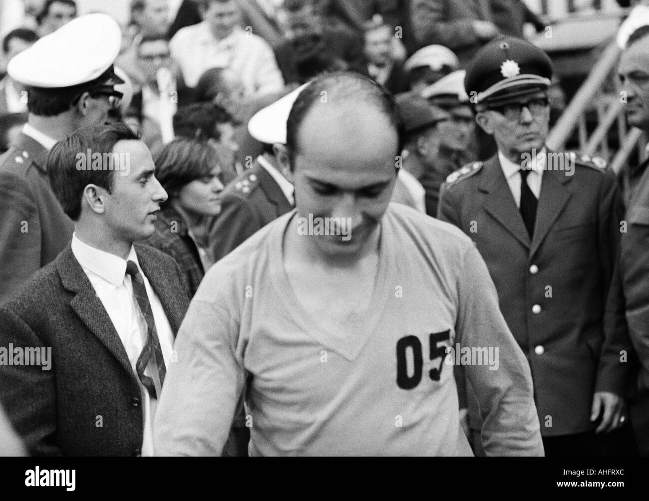 football, Regionalliga 1967/1968, promotion match to the Bundesliga 1968/1969, Rot-Weiss Essen versus Goettingen 05 1:0, Stadium an der Hafenstrasse in Essen, football player leaves the pitch, Peter Woldmann (05) - Stock Image