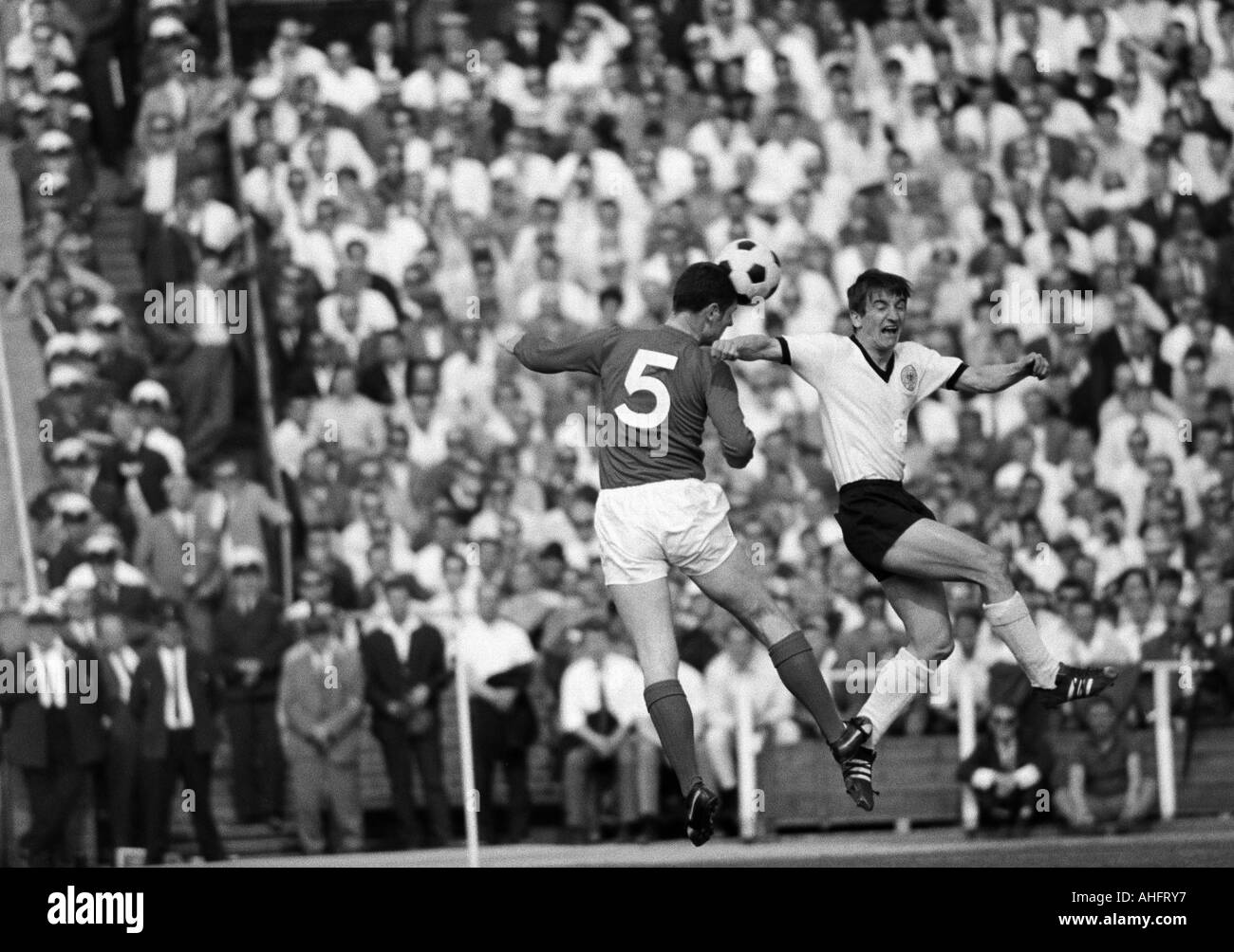 football, international match, 1968, Niedersachsen Stadium in Hanover, Germany versus England 1:0, scene of the match, duel between Hennes Loehr (FRG) right and Brian Labone (England, 5) - Stock Image