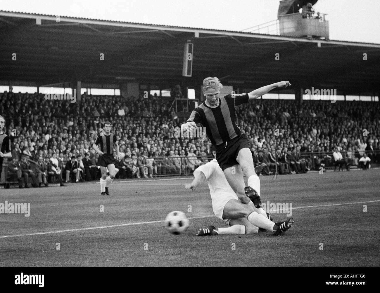football, Regionalliga 1967/1968, promotion match to the Bundesliga 1968/1969, Bayer Leverkusen versus TuS Neuendorf 1:1, Ulrich Haberland Stadium in Leverkusen, scene of the match, duel between Manfred Taubenmann (Neuendorf) right and a Leverkusen player - Stock Image