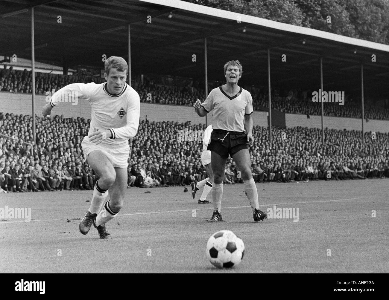 football, Bundesliga, 1968/1969, Borussia Dortmund versus Borussia Moenchengladbach 1:3, Stadium Rote Erde in Dortmund, scene of the match, left Herbert Wimmer (Gladbach), right Horst Trimhold (Dortmund) - Stock Image