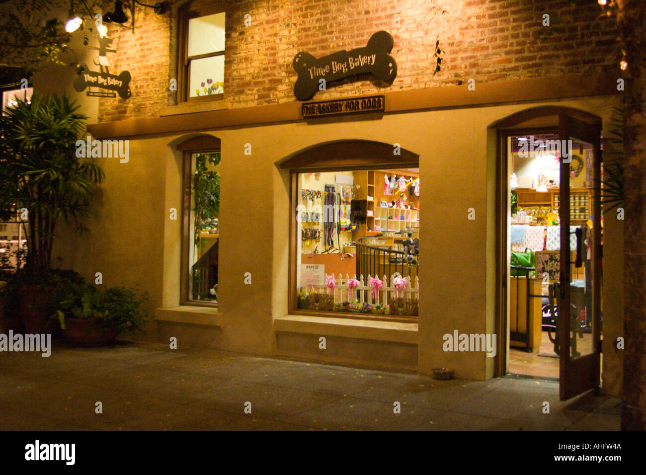 Three Dogs Bakery, One Colorado, Old Town Pasadena, Los Angeles County, Southern California - Stock Image