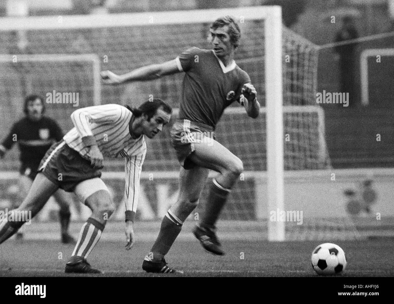 football, Regionalliga West, 1973/1974, Niederrhein Stadium in Oberhausen, Rot-Weiss Oberhausen versus Sportfreunde Siegen 3:1, scene of the match, Ditmar Jakobs (RWO) right and Guenter Thielmann (Siegen) - Stock Image