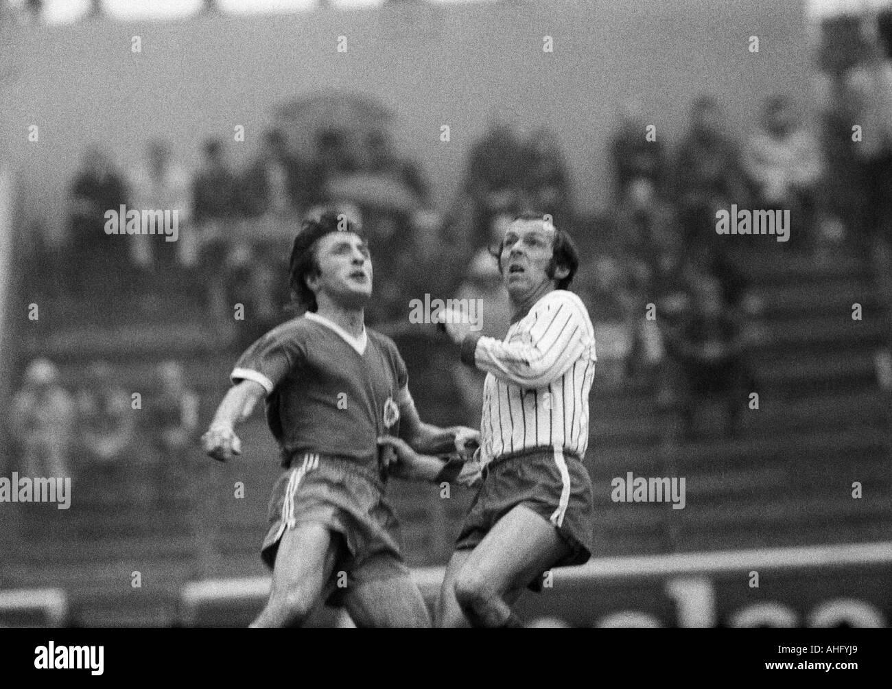 football, Regionalliga West, 1973/1974, Niederrhein Stadium in Oberhausen, Rot-Weiss Oberhausen versus Sportfreunde Siegen 3:1, scene of the match, Werner Ohm (RWO) left and Manfred Richter (Siegen) waiting for the ball - Stock Image