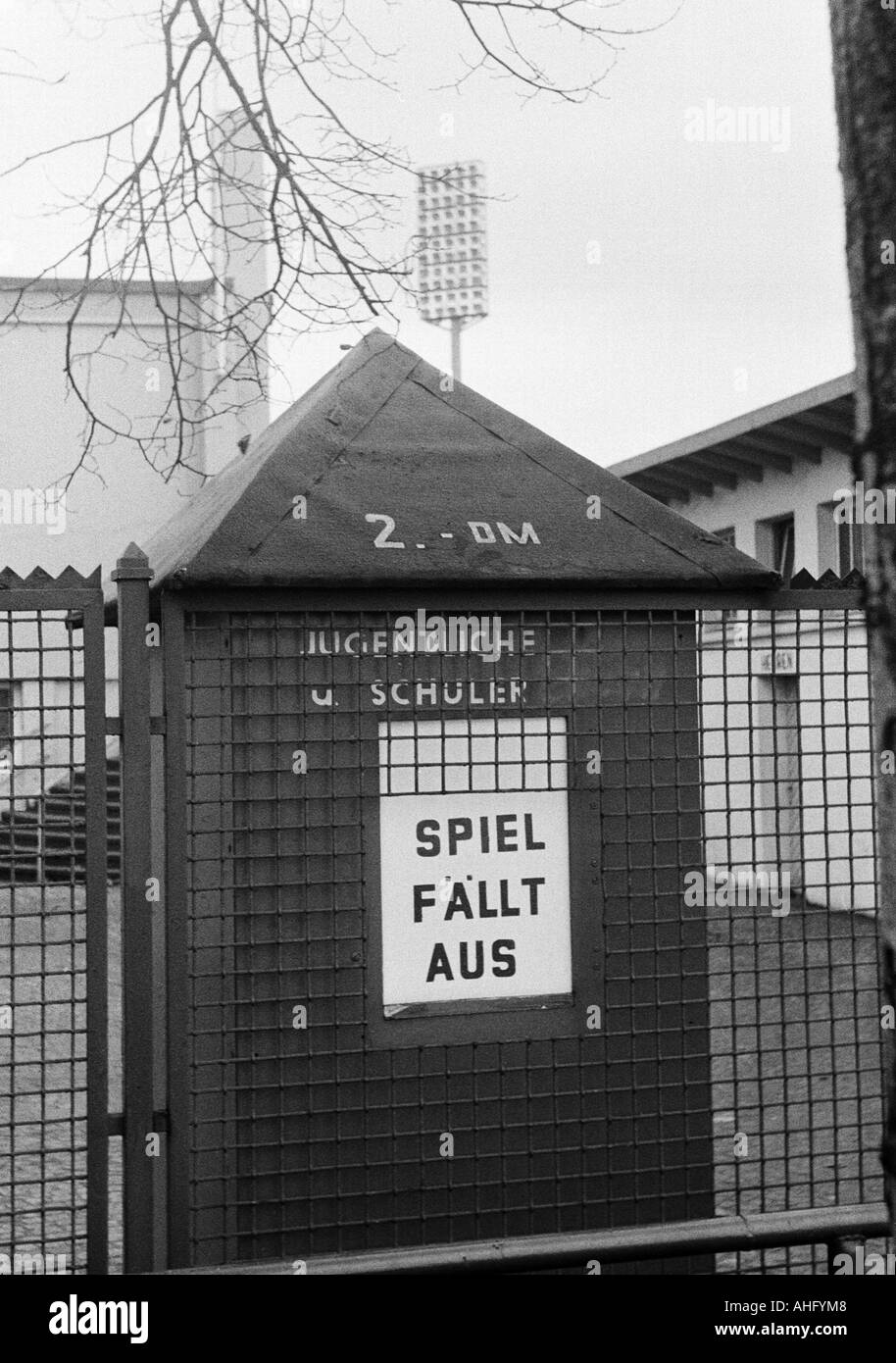 football, Regionalliga West, 1973/1974, pay kiosk at the Stadium Niederrhein in Oberhausen, sign informing at cancellation of a football match - Stock Image
