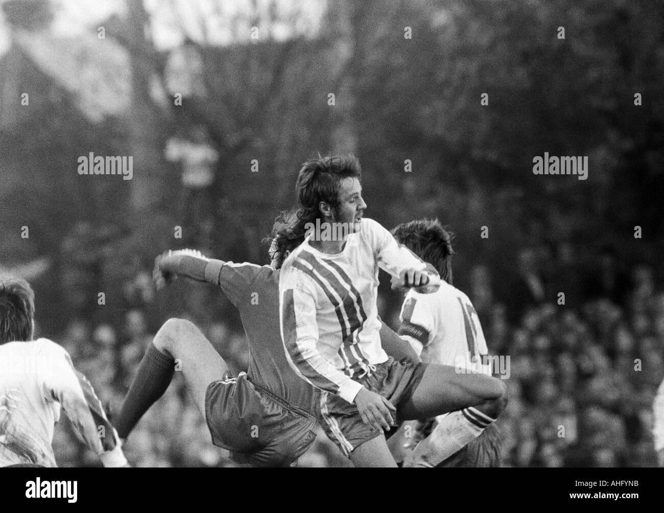 football, Bundesliga, 1973/1974, VfL Bochum versus FC Bayern Munich 0:1, Stadium at the Castroper Strasse in Bochum, scene of the match, Heinz Werner Eggeling (Bochum) fighting for the ball - Stock Image