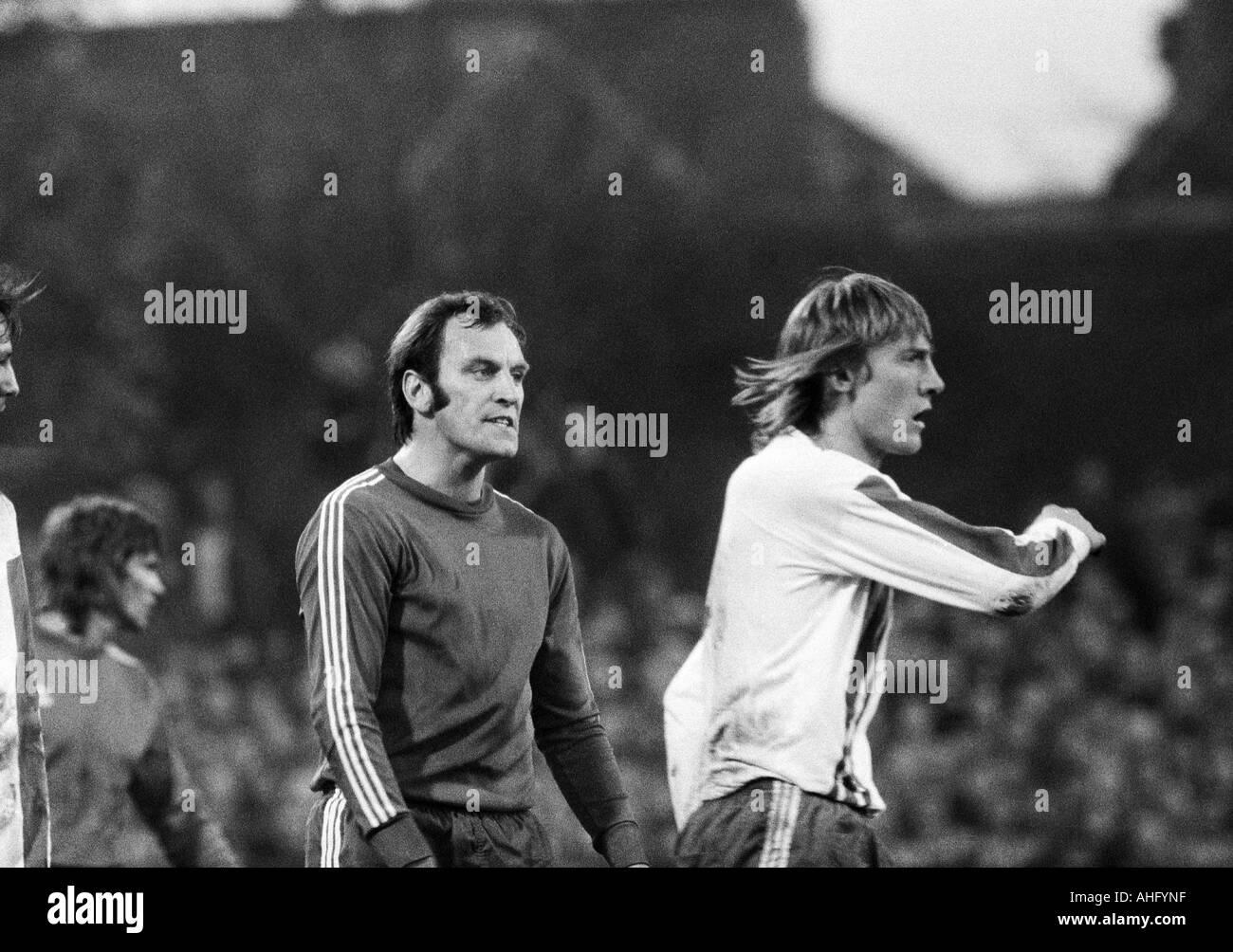 football, Bundesliga, 1973/1974, VfL Bochum versus FC Bayern Munich 0:1, Stadium at the Castroper Strasse in Bochum, scene of the match, left Franz Roth (FCB), right Jupp Tenhagen (Bochum) - Stock Image