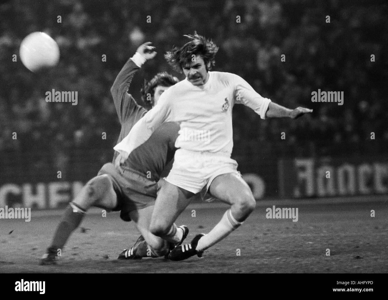 football, Bundesliga, 1973/1974, FC Schalke 04 versus 1. FC Cologne 2:2, Park Stadium in Gelsenkirchen, scene of the match, duel between Wolfgang Weber (Koeln) ahead and Klaus Fischer (S04) - Stock Image