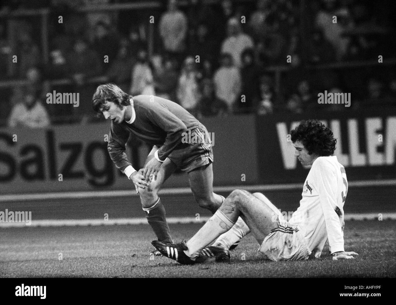 football, Bundesliga, 1973/1974, FC Schalke 04 versus 1. FC Cologne 2:2, Park Stadium in Gelsenkirchen, scene of the match, Klaus Fischer (S04) left and Bernhard Cullmann (Koeln) - Stock Image