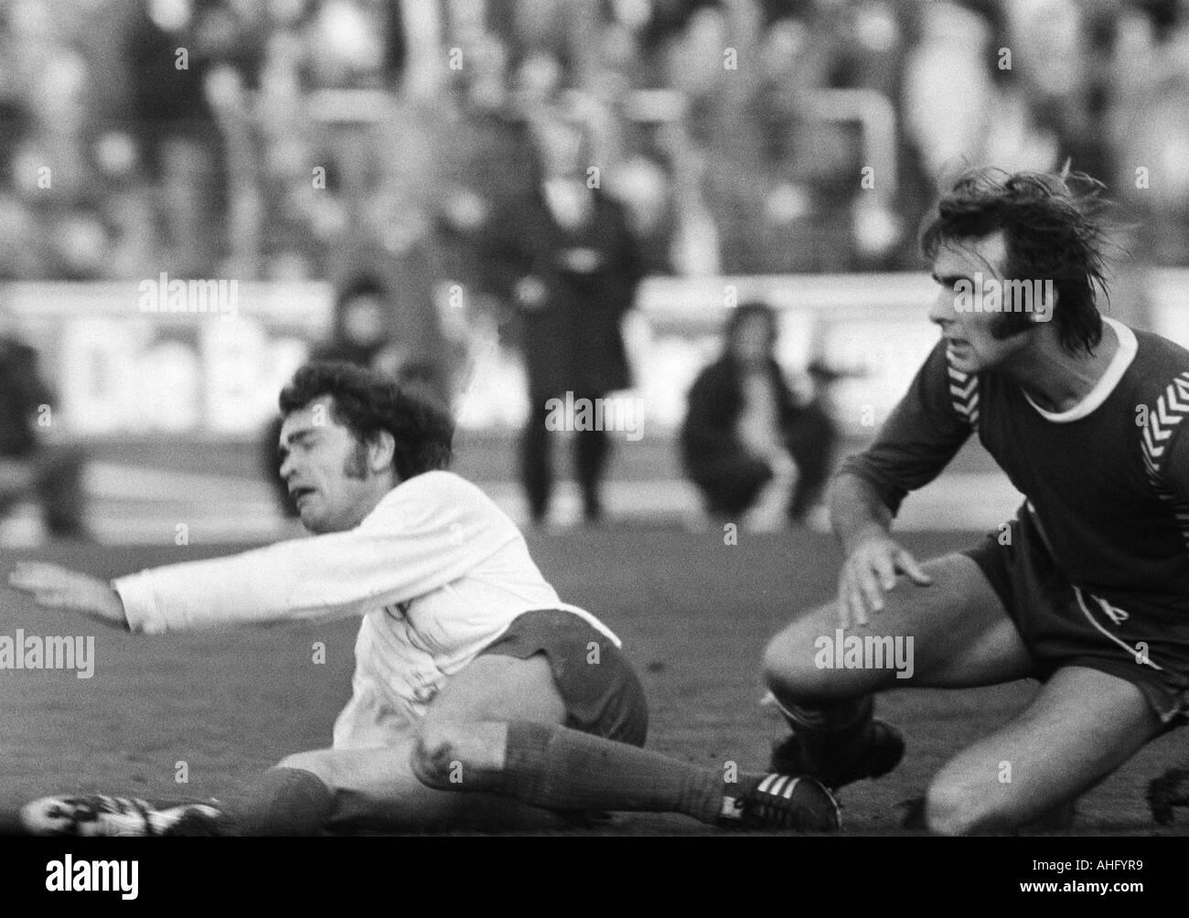 football, Regionalliga West, 1973/1974, Niederrhein Stadium in Oberhausen, Rot-Weiss Oberhausen versus Bayer 05 Uerdingen 2:0, scene of the match, duel between Rudi Neufeld (RWO) left and Edmund Stieber (Bayer) - Stock Image