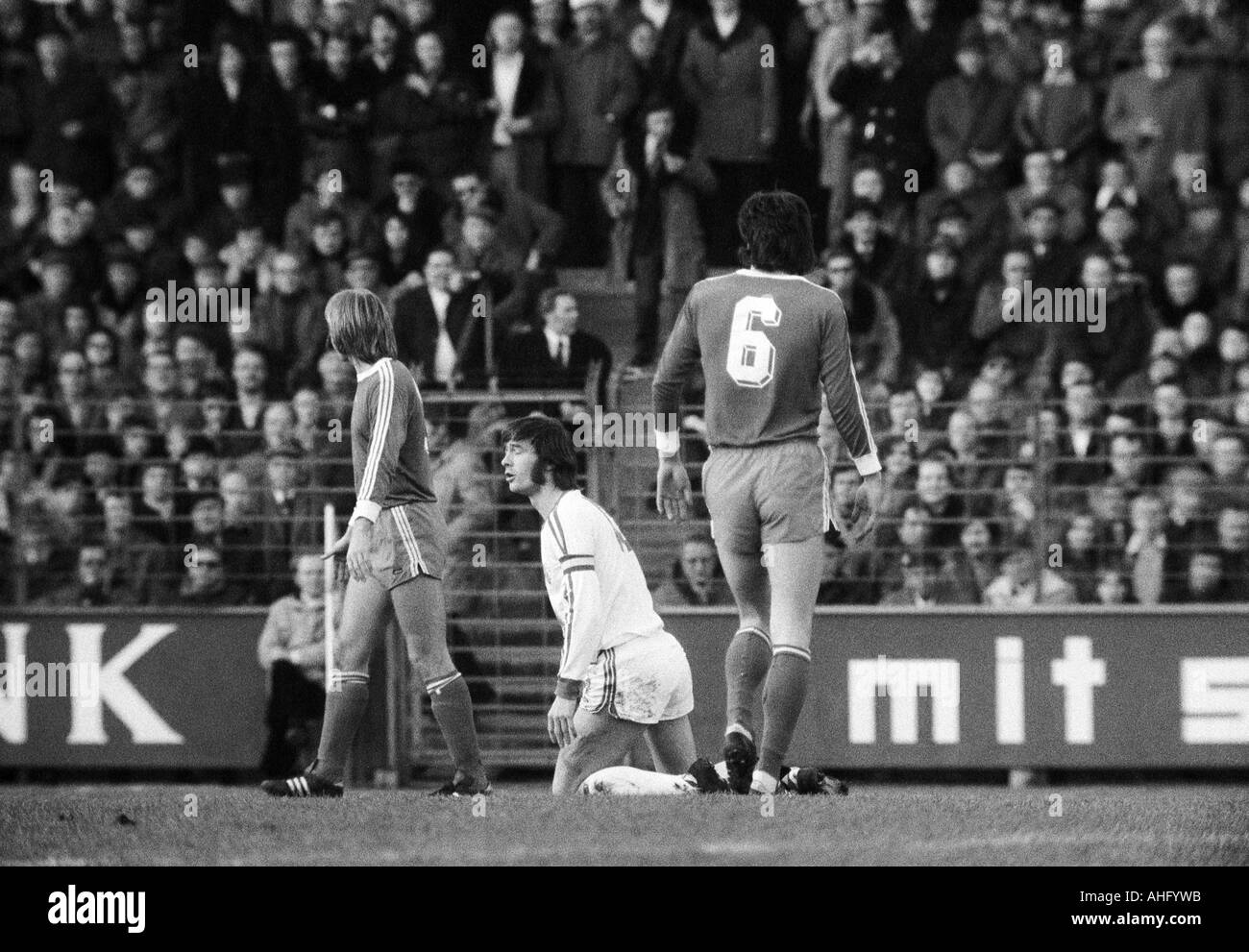 football, Bundesliga, 1973/1974, VfL Bochum versus FC Schalke 04 2:5, Stadium at the Castroper Strasse in Bochum, scene of the match, Hans Walitza (Bochum) kneels - Stock Image