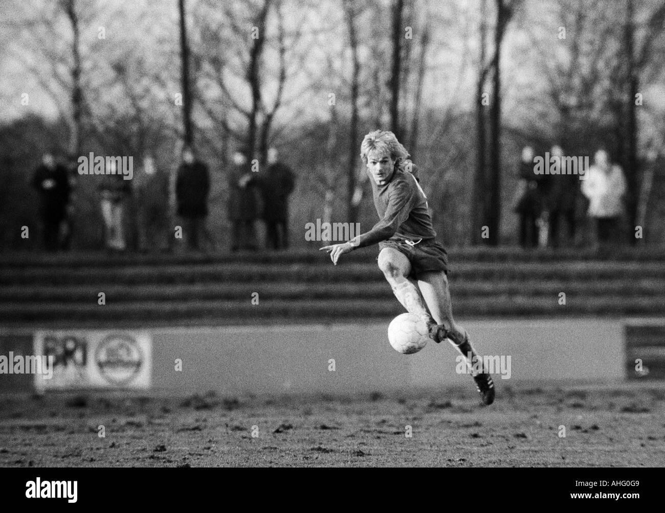 football, Regionalliga West, 1973/1974, Lohrheide Stadium in Bochum-Wattenscheid, SG Wattenscheid 09 versus Sportfreunde Siegen 4:2, scene of the match, Hannes Bongartz (09) shots on goal - Stock Image