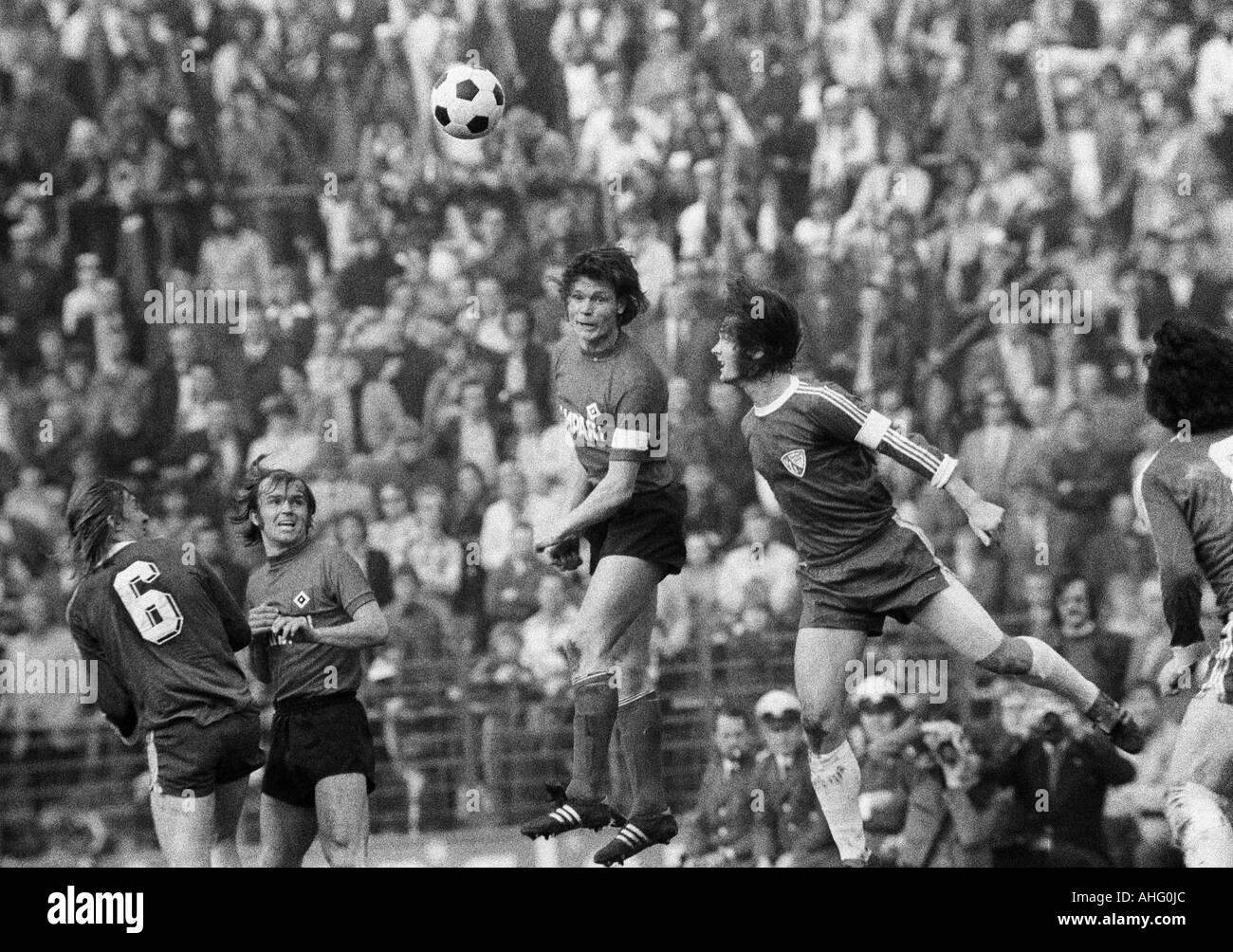 football, Bundesliga, 1973/1974, VfL Bochum versus Hamburger SV 2:0, Stadium at the Castroper Strasse in Bochum, scene of the match, f.l.t.r. Jupp Tenhagen (Bochum), Klaus Zaczyk (HSV), Peter Nogly (HSV), Hans Walitza (Bochum) - Stock Image