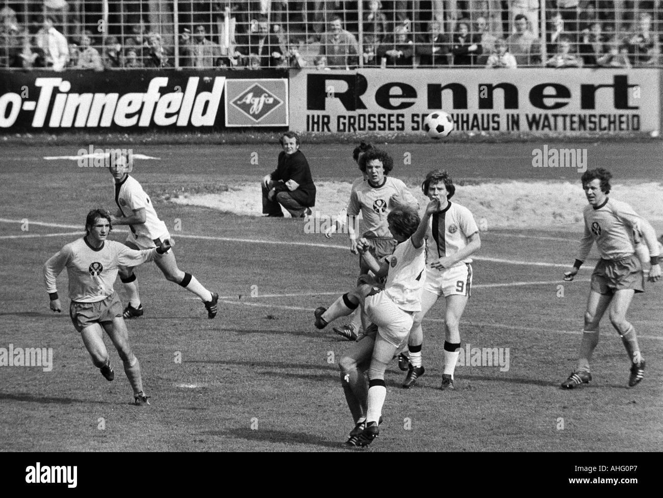football, Regionalliga 1973/1974, promotion match to the Bundesliga 1974/1975, SG Wattenscheid 09 versus Eintracht Brunswick 0:0, Lohrheide Stadium in Bochum-Wattenscheid, Eintracht Braunschweig was the first German football club that implements the shirt - Stock Image