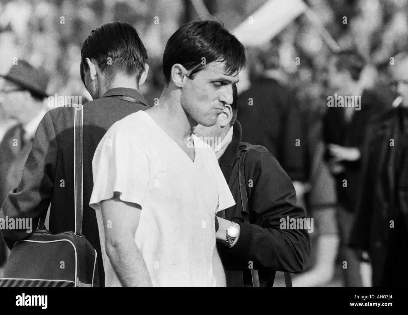 football, Bundesliga, 1966/1967, Stadium at the Hamburger Strasse, Eintracht Brunswick versus Borussia Moenchengladbach 2:1, football player, portrait Vladimir Durkovic (Gladbach) - Stock Image