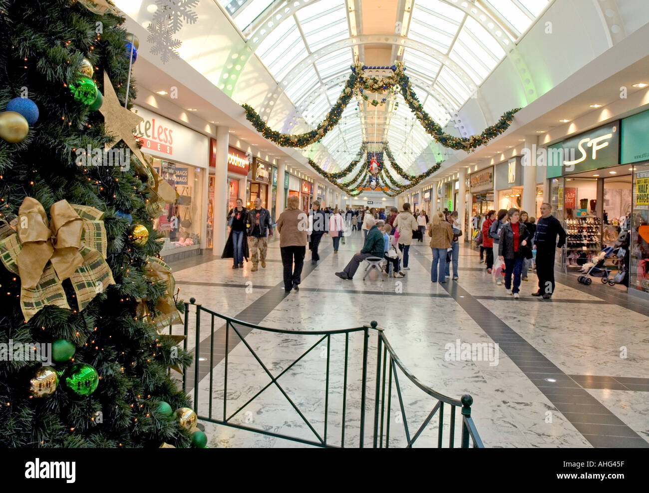 Clydebank Shopping Centre At Christmas Stock Photo 2671710 Alamy