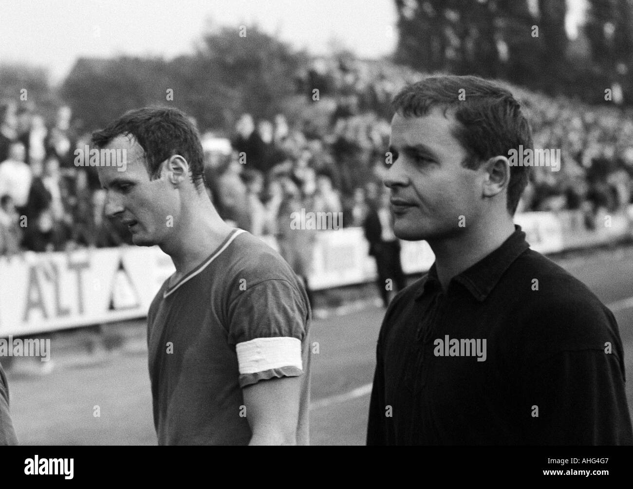 football, Bundesliga, 1967/1968, Borussia Moenchengladbach versus 1. FC Kaiserslautern 8:2, Boekelberg Stadium, football players leaving the pitch, left Gerd Schneider (FCK), right keeper Wolfgang Schnarr (FCK) - Stock Image