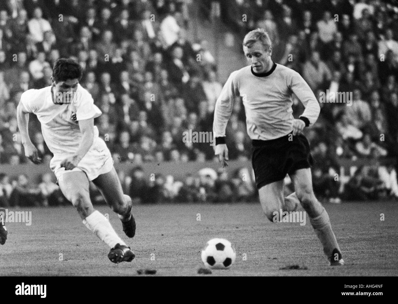 football, Bundesliga, 1967/1968, Borussia Moenchengladbach versus Borussia Dortmund 2:2, Boekelberg Stadium, scene of the match, duel between Heinz Wittmann (Gladbach) left and Siegfried Held (BVB) - Stock Image