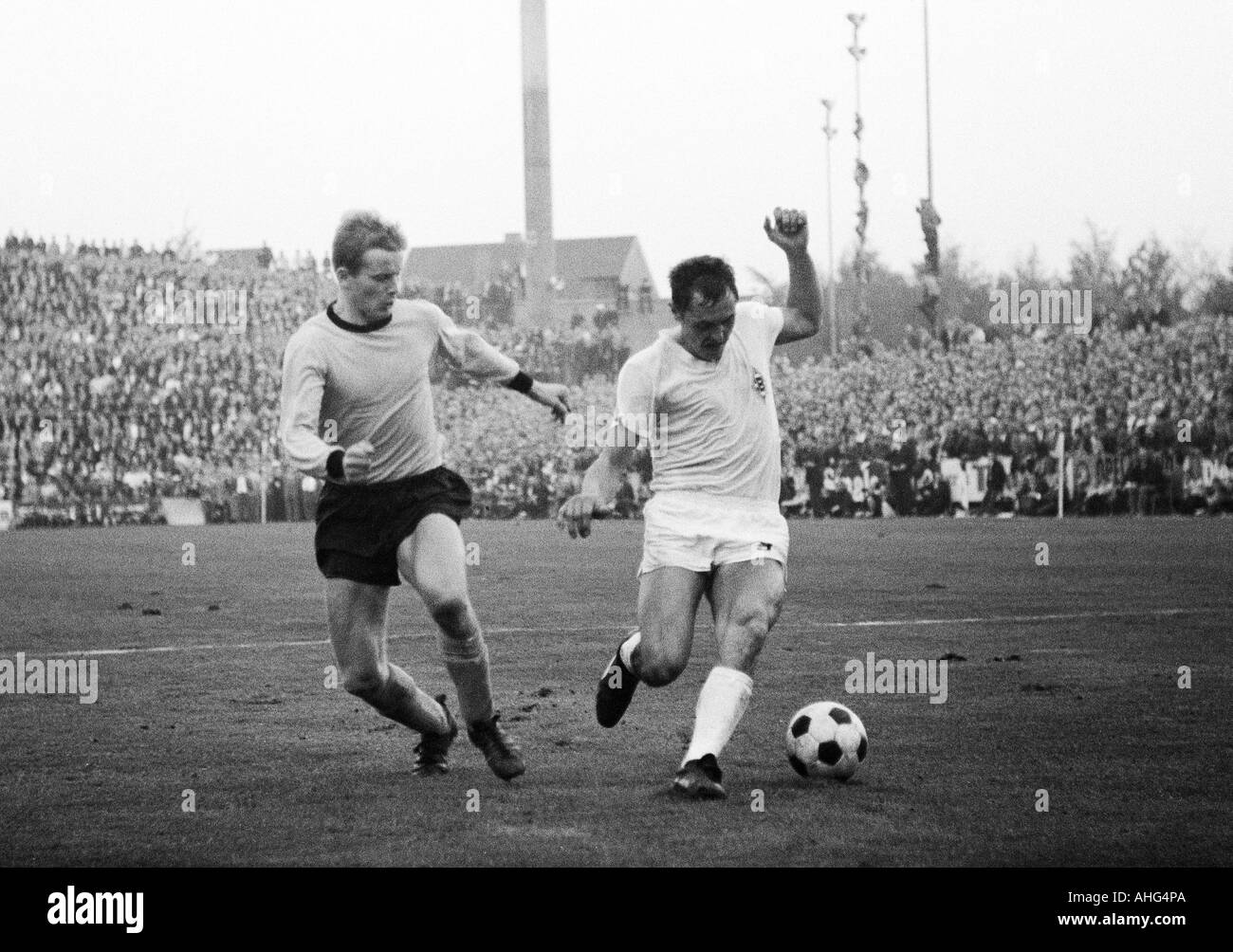 football, Bundesliga, 1967/1968, Borussia Moenchengladbach versus Borussia Dortmund 2:2, Boekelberg Stadium, scene of the match, duel between Theodor Redder (Dortmund, left) and Peter Meyer (Gladbach) - Stock Image