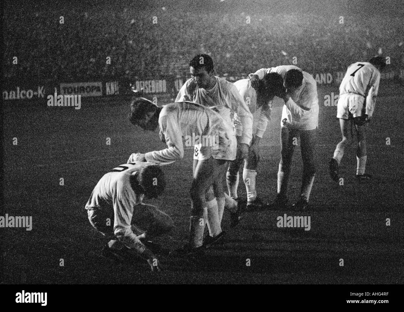 football, Bundesliga, 1967/1968, Muengersdorfer Stadium in Cologne, 1. FC Cologne versus Borussia Moenchengladbach 2:5, football players, f.l.t.r. Guenter Netzer, Klaus Ackermann, Herbert Laumen, Peter Meyer, Egon Milder, Herbert Wimmer (all MG) - Stock Image