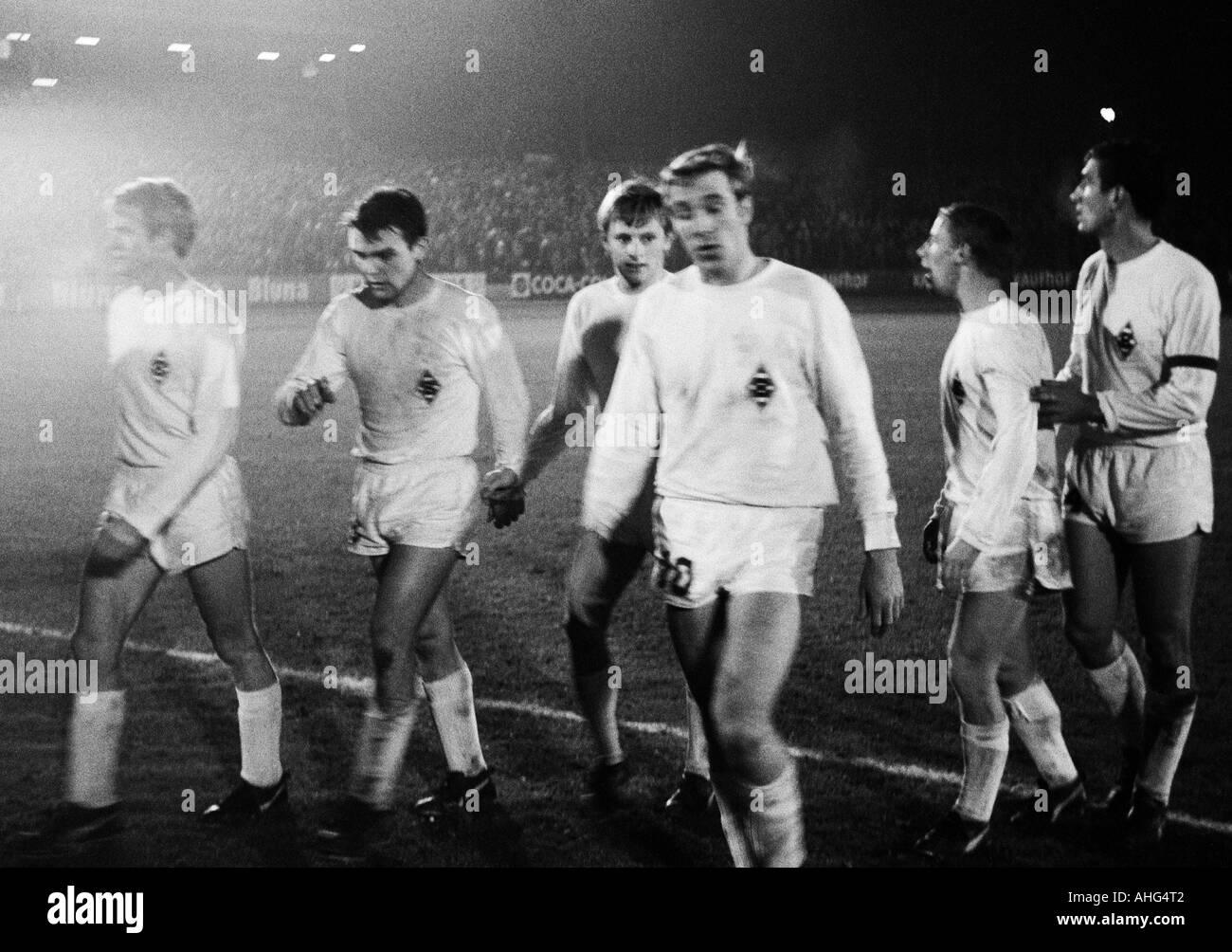 football, Bundesliga, 1967/1968, Muengersdorfer Stadium in Cologne, 1. FC Cologne versus Borussia Moenchengladbach 2:5, football players leaving the pitch, f.l.t.r. Rudolf Poeggeler, Herbert Laumen, Klaus Ackermann, Guenter Netzer, Berti Vogts, Egon Milde - Stock Image