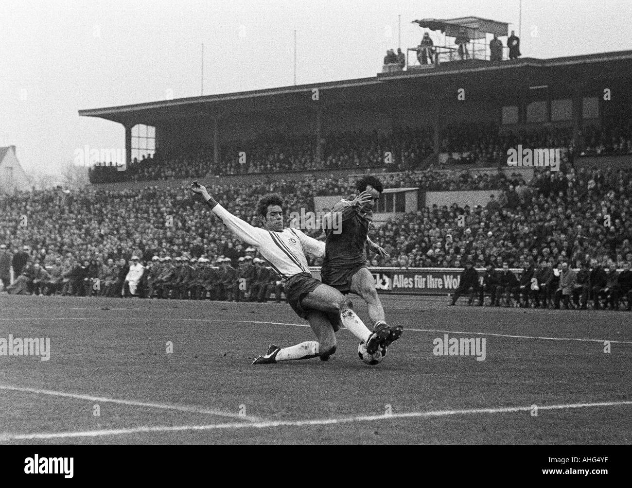 football, Regionalliga West, 1968/1969, Niederrhein Stadium in Oberhausen, Rot-Weiss Oberhausen versus Rot-Weiss Essen 1:1, scene of the match, duel between Rolf Lefkes (RWE) left and Franz Krauthausen (RWO) - Stock Image