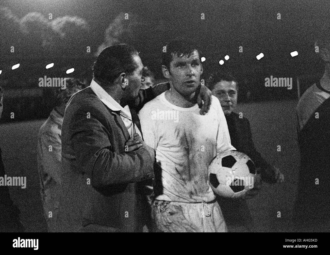 football, Bundesliga, 1968/1969, Borussia Dortmund versus Alemannia Aix-La-Chapelle 3:1, Rote Erde Stadium, football player, Lothar Emmerich (Dortmund) with a football fan - Stock Image