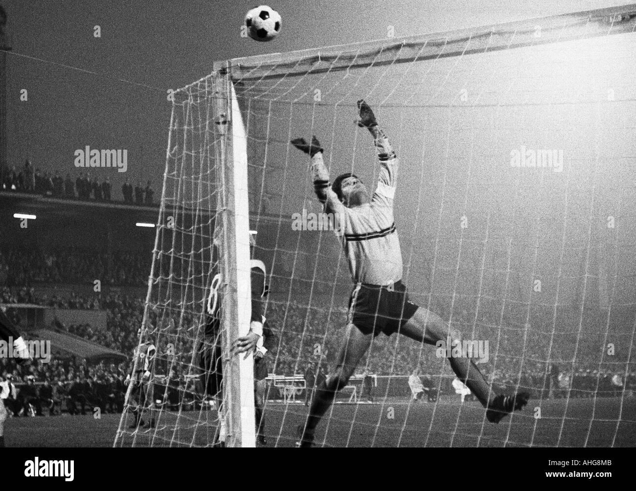 football, Bundesliga, 1969/1970, Rot-Weiss Oberhausen versus Borussia Moenchengladbach 3:4, Niederrhein Stadium in Oberhausen, scene of the match, keeper Wolfgang Scheid (Oberhausen) - Stock Image