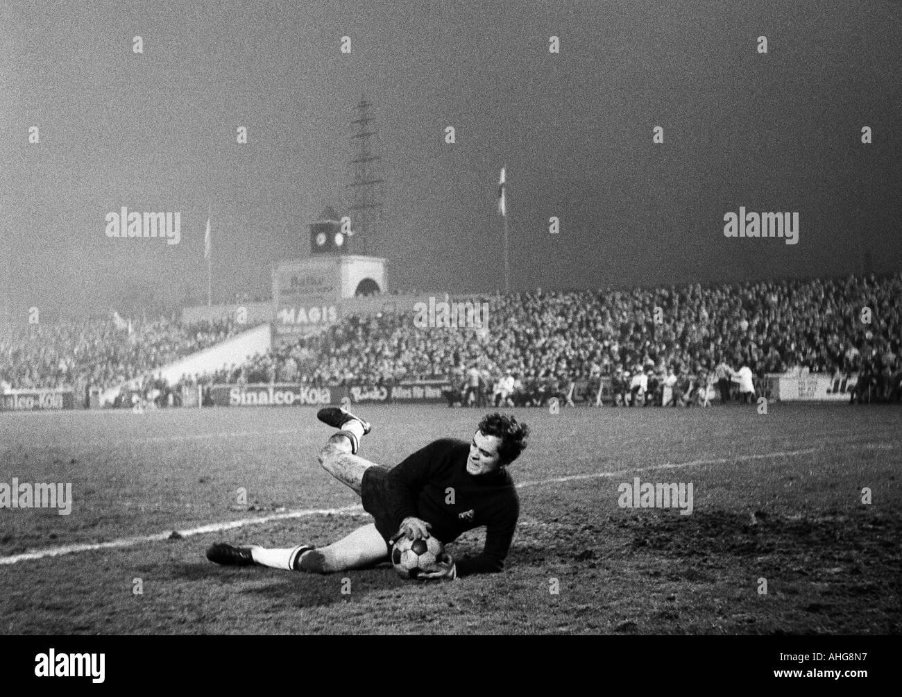 football, Bundesliga, 1969/1970, Rot-Weiss Oberhausen versus Borussia Moenchengladbach 3:4, Niederrhein Stadium in Oberhausen, scene of the match, save by keeper Volker Danner (Gladbach) - Stock Image