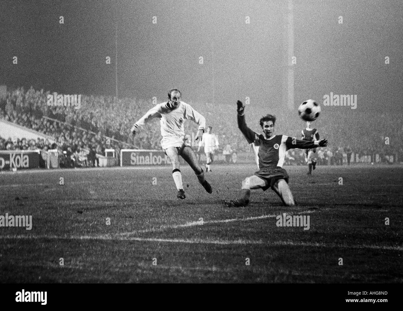 football, Bundesliga, 1969/1970, Rot-Weiss Oberhausen versus Borussia Moenchengladbach 3:4, Niederrhein Stadium in Oberhausen, scene of the match, shot on goal by Horst Koeppel (Gladbach) left, right Dieter Hentschel (Oberhausen) - Stock Image