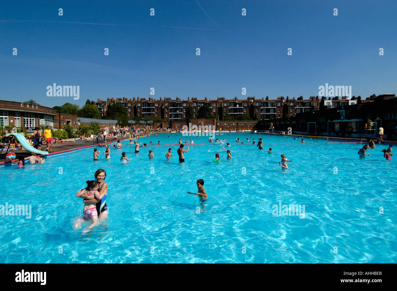 The lido outdoor swimming pool hampstead london england uk stock photo 2677738 alamy for Hampstead heath park swimming pool