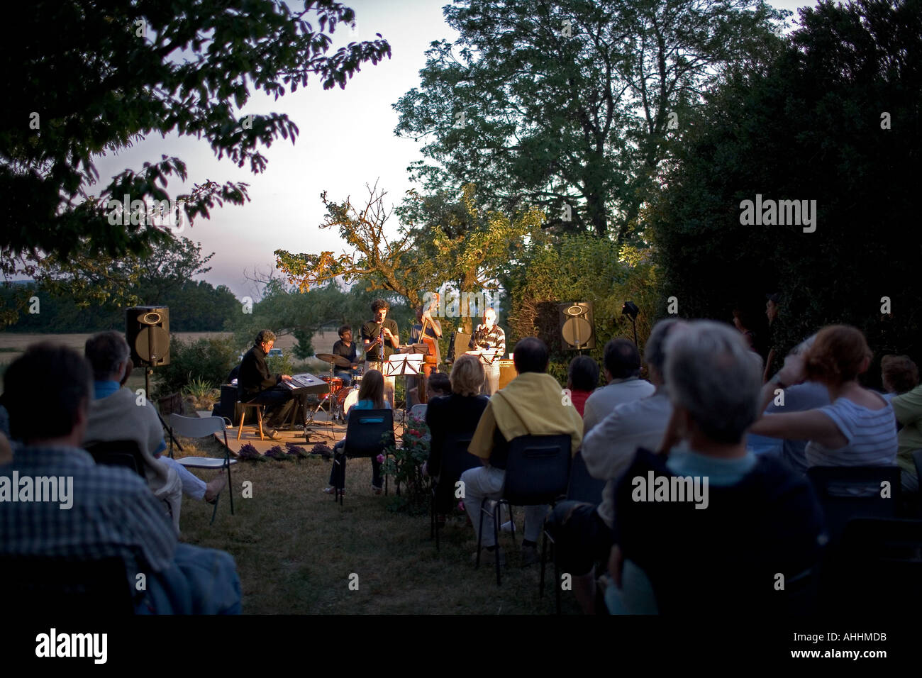 NIGHT JAZZ CONCERT AT THE FARM PROVENCE FRANCE - Stock Image