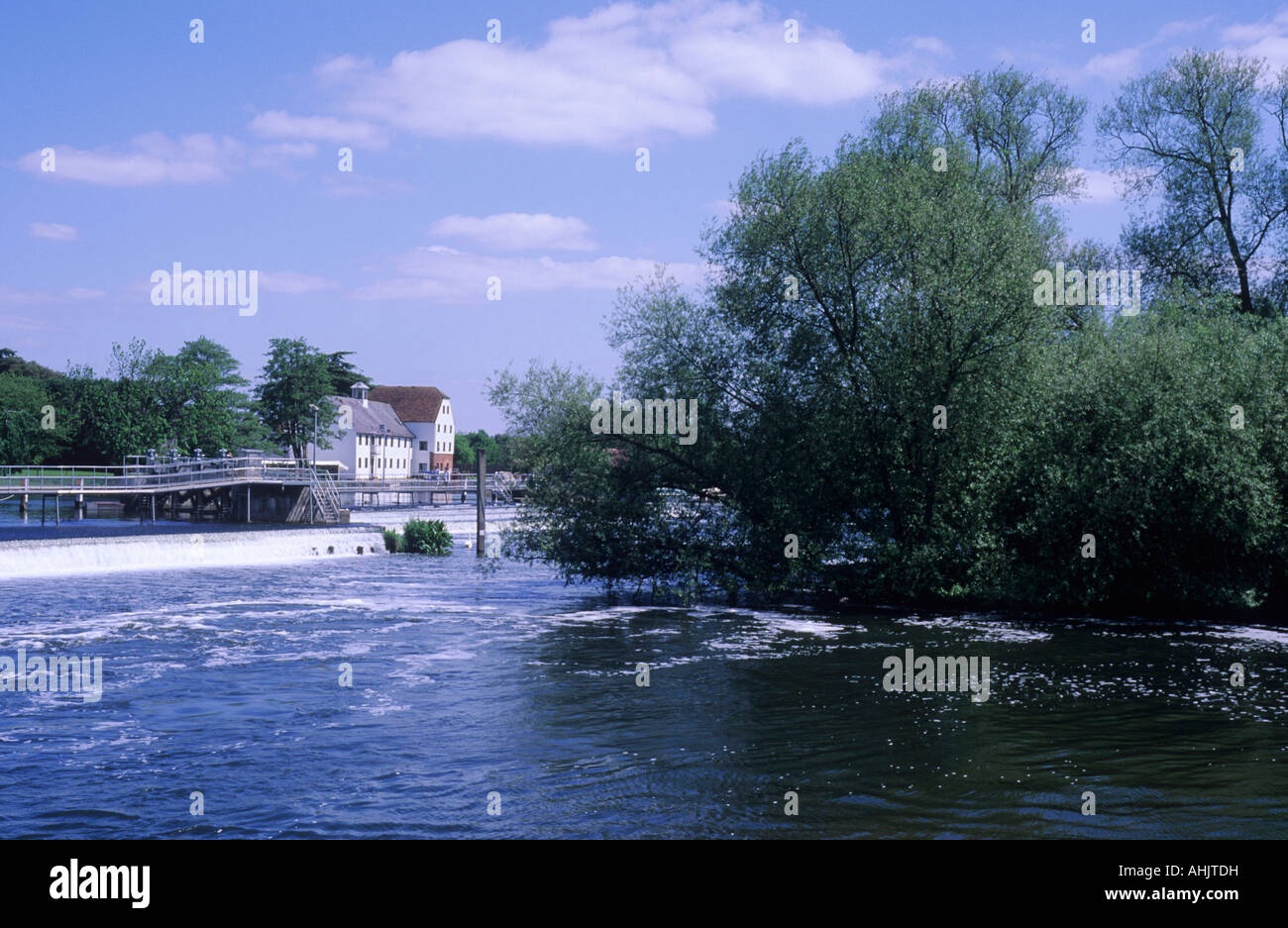 Hambleden Mill Weir River Buckinghamshire Thames Valley river footbridge foot bridge - Stock Image