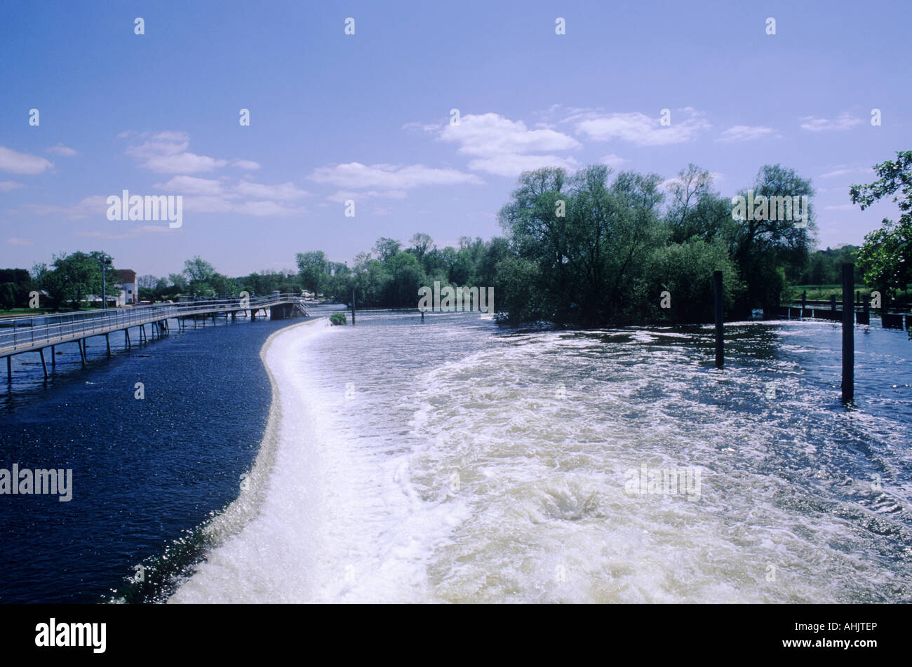 Hambleden Weir Buckinghamshire Thames Valley river white foaming water footbridge - Stock Image